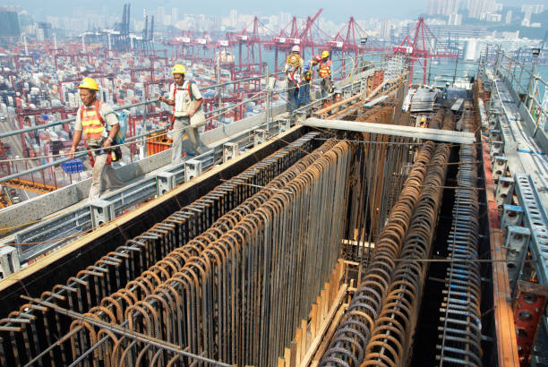 Reinforcement fitted to large pier crossbeam at Stonecutters bridge in Hong Kong:ニュース(壁紙.com)