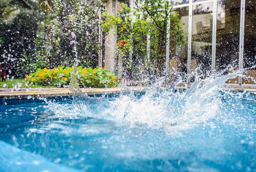 Buenos Aires「Resulting Splash After Jump into Backyard Swimming Pool」:スマホ壁紙(16)
