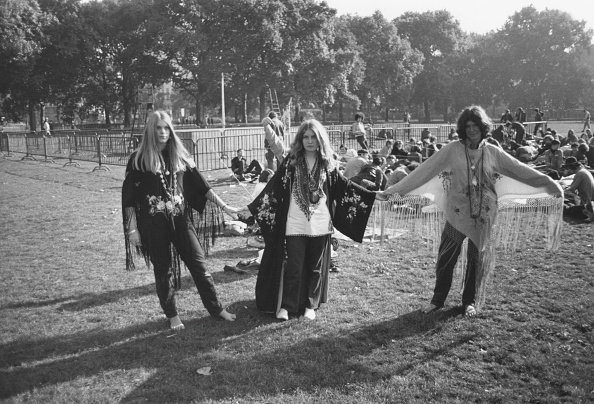 1960-1969「Hippies In Park」:写真・画像(17)[壁紙.com]
