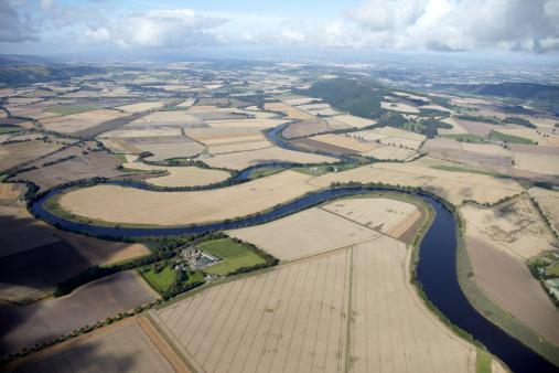アーン川「River Earn winding through Perthshire Scotland」:スマホ壁紙(6)