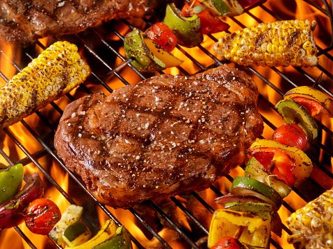 Barbecue Grill「BBQ Rib Eye Steaks with Corn and Veggie Kabobs」:スマホ壁紙(15)