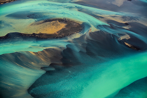 Travel「Beautiful emerald-colored glacial rivers of Iceland, taken from a helicopter」:スマホ壁紙(16)