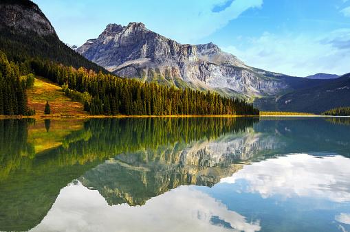ヨーホー国立公園「美しいエメラルド湖、ヨーホー国立公園、カナダ」:スマホ壁紙(19)