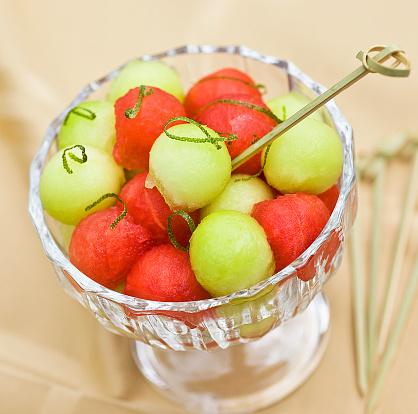 Pulp - Spleen「Honeydew melon and watermelon ball dessert with lime zest in a dessert dish on a table」:スマホ壁紙(5)