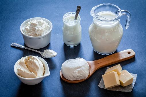Sour Cream「Dairy products shot on bluish tint kitchen table」:スマホ壁紙(19)