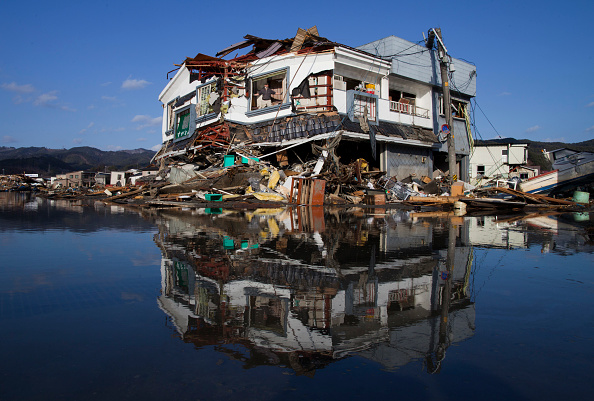 Tsunami「Japan Struggles To Deal With Nuclear Crisis And Tsunami Aftermath」:写真・画像(14)[壁紙.com]