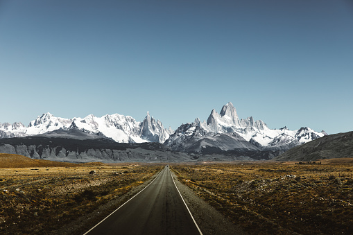 Argentina「View of road to Fitz Roy in Patagonia」:スマホ壁紙(9)