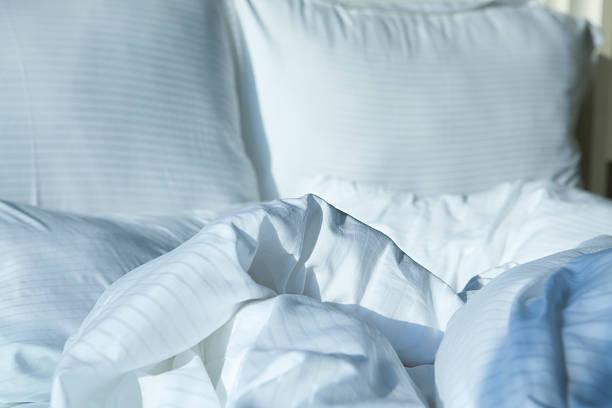 Unmade Bed:スマホ壁紙(壁紙.com)