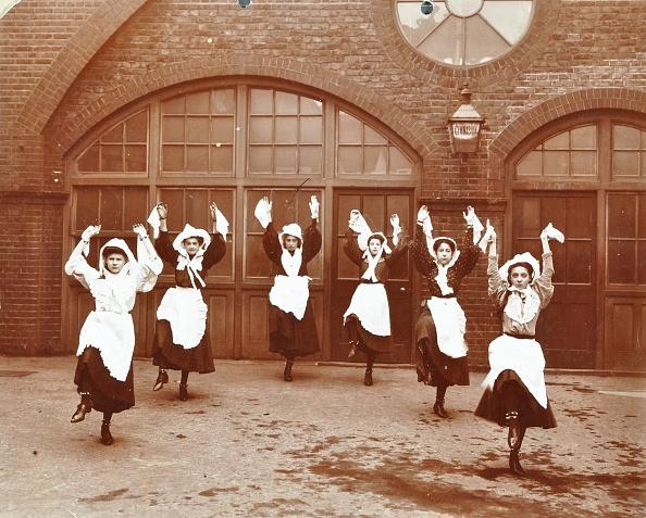 Organized Group「Girls Morris Dancing In Playground, Thomas Street Girls School, Limehouse, Stepney, London, 1908. Artist: Unknown.」:写真・画像(15)[壁紙.com]