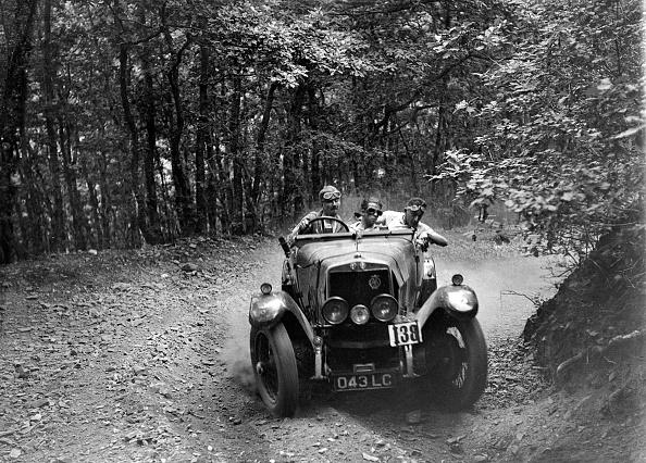 Dirt Road「Alfa Romeo 22/90 of M Chambers, B&HMC Brighton-Beer Trial, Fingle Bridge Hill, Devon, 1934」:写真・画像(10)[壁紙.com]