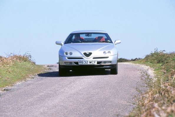 Country Road「1998 Alfa Romeo GTV twin spark」:写真・画像(6)[壁紙.com]