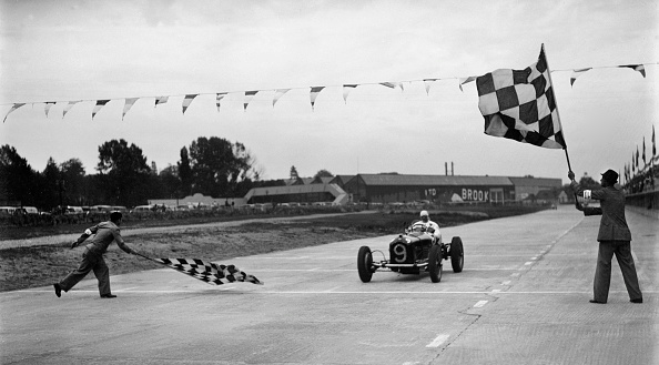 Alfa Romeo「Alfa Romeo taking the chequred flag in a race at Brooklands」:写真・画像(19)[壁紙.com]