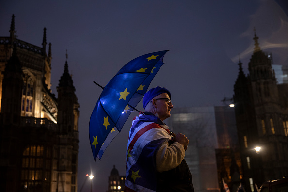 Brexit「Theresa May Leaves For PMQs Followed By Continued Brexit Debate」:写真・画像(4)[壁紙.com]