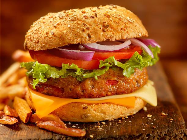 Gourmet Veggie Burger with Red Skin Fries:スマホ壁紙(壁紙.com)