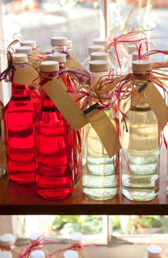 Tarragon「Infused vinegars at farm stand」:スマホ壁紙(17)