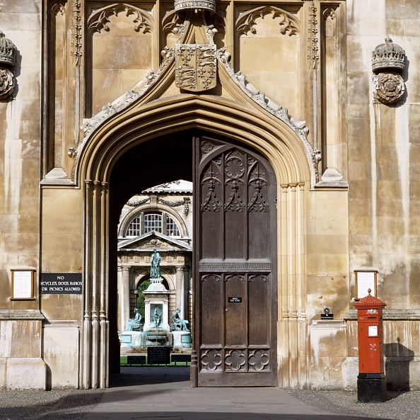 Post - Structure「Front gate of King's College, King's Parade, Cambridge, Cambridgeshire, c2000s(?)」:写真・画像(0)[壁紙.com]