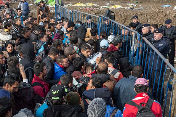 Large Group Of People「Refugees In Serbia」:写真・画像(4)[壁紙.com]