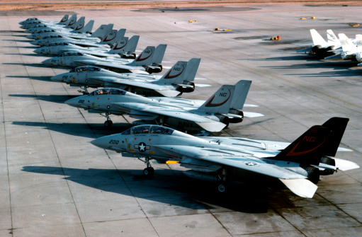 1980-1989「F-14A Tomcats of U.S. Navy Fighter Squadron 24 on the flight line at NAS Miramar in San Diego, California.」:スマホ壁紙(14)