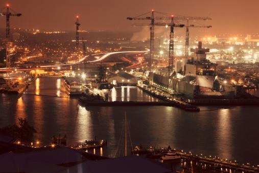 Chesapeake Bay「USA, Virginia, Norfolk, Cityscape with cranes at night」:スマホ壁紙(10)
