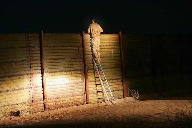 Minutemen Break-Away Group Patrols California-Mexico Border:ニュース(壁紙.com)