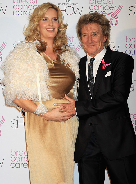 Breast「Fashion Show - Arrivals: Breast Cancer Care 2010」:写真・画像(17)[壁紙.com]