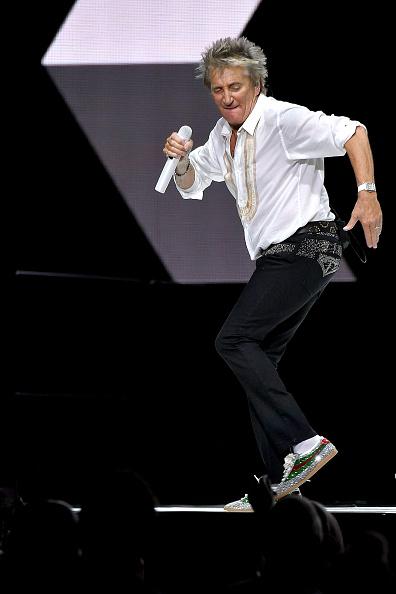 Michael Loccisano「Rod Stewart & Cyndi Lauper In Concert - New York City」:写真・画像(5)[壁紙.com]