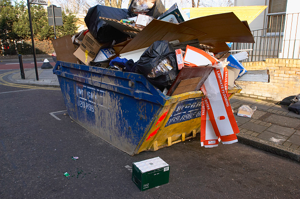 Opportunity「Overloaded skip are potential hazard to residents and road users」:写真・画像(11)[壁紙.com]