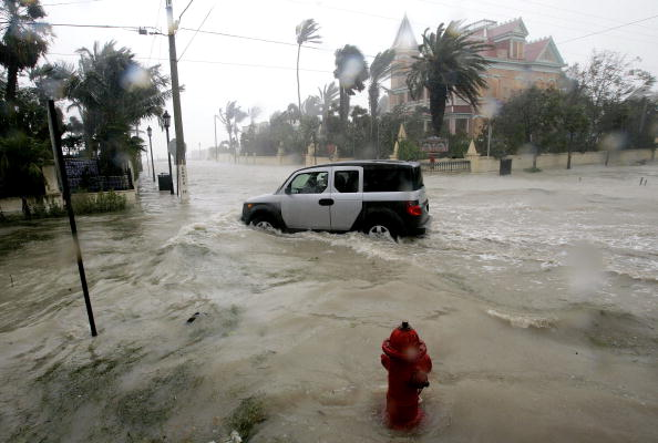 Car Key「Thousands Flee Florida Keys As Hurricane Dennis Approaches」:写真・画像(5)[壁紙.com]