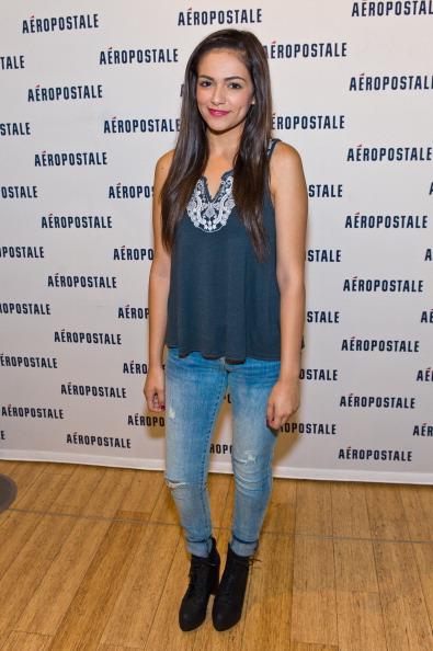 Sleeveless「Aeropostale Welcomes YouTube Celebrity Bethany 'Macbarbie07' Mota At Exclusive Meet & Greet」:写真・画像(8)[壁紙.com]