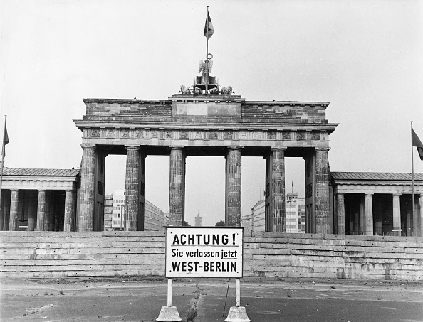 Surrounding Wall「Brandenburg Gate」:写真・画像(8)[壁紙.com]