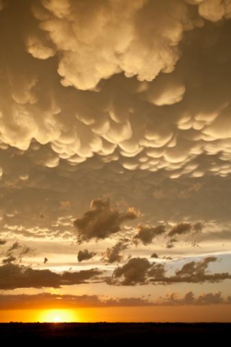Mammatus Cloud「 Stormy Sky」:スマホ壁紙(15)