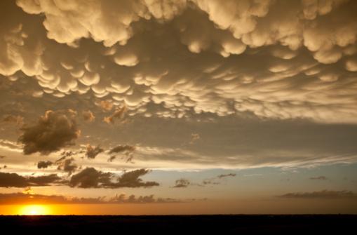 Mammatus Cloud「 Stormy Sky」:スマホ壁紙(19)