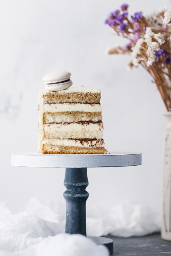 Dessert「Slice of cake with macaron」:スマホ壁紙(17)