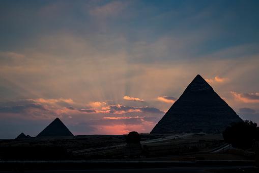 Pyramid Shape「Silhouette of The Great Pyramids at sunset, Giza near Cairo, Egypt」:スマホ壁紙(6)