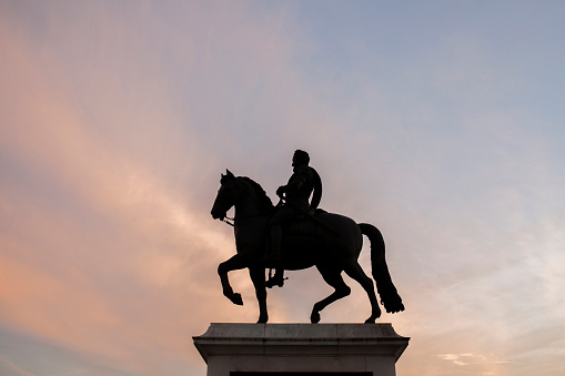 Officer - Military Rank「Silhouette of horse and rider statue under sunset sky」:スマホ壁紙(14)
