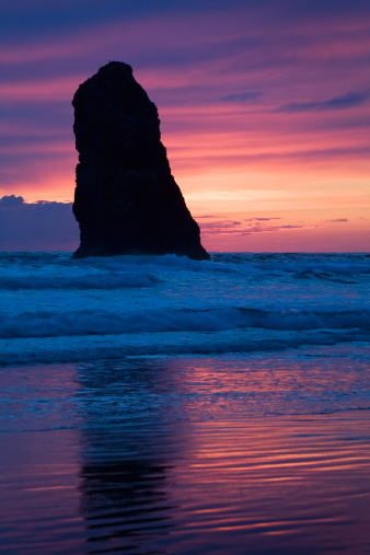 Cannon Beach「Silhouette Of A Rock Formation At Sunset」:スマホ壁紙(7)