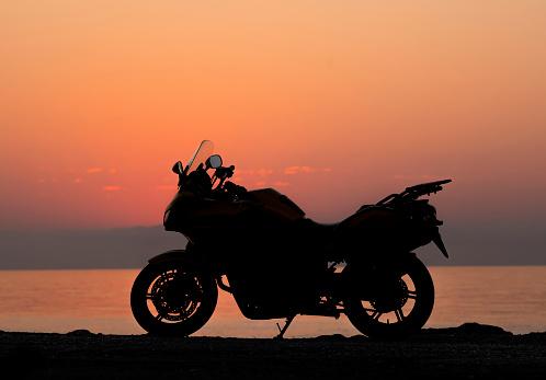 紫「Silhouette of motorcycle on the beach」:スマホ壁紙(9)