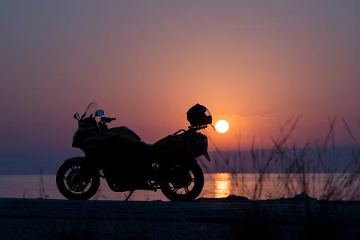 紫「Silhouette of motorcycle on the beach」:スマホ壁紙(8)