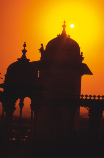 Lake Palace「Silhouette of palace in India at sunset」:スマホ壁紙(13)