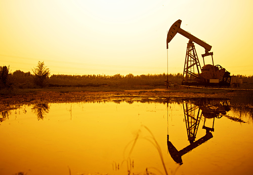 Oil Industry「Silhouette of oil pumps at sunset」:スマホ壁紙(7)