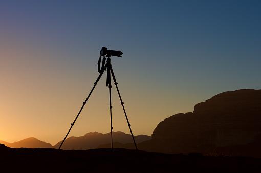 Tripod「Silhouette of a camera on a tripod at sunrise, Jordan」:スマホ壁紙(15)