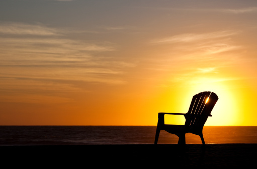 Water's Edge「Silhouette of Muskoka Chair on the Beach by Lake」:スマホ壁紙(18)