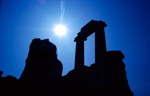 In Silhouette「Silhouette of the Temple of Apollo in Didim」:スマホ壁紙(5)