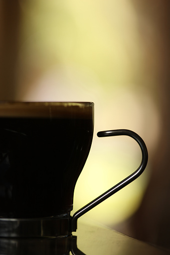 Back Lit「Silhouette of Double Espresso Coffee Cup on Table」:スマホ壁紙(1)