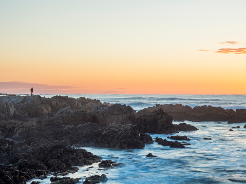 Coastline「silhouette of a man standing on rock formation,California」:スマホ壁紙(14)