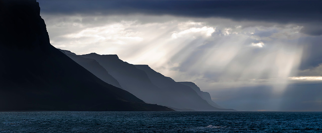 Spirituality「Silhouette of mountains with sun rays, West fjords, Iceland」:スマホ壁紙(5)