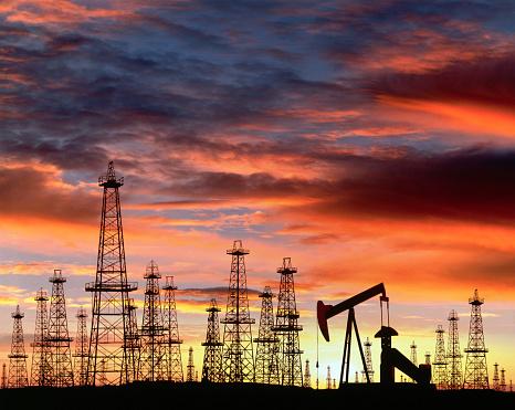Oil Well「Silhouette of Oil Field at Sunset」:スマホ壁紙(18)