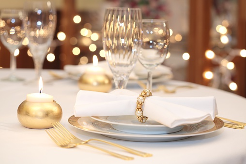 Porcelain「Elegant Place Setting with gold, white and crystal」:スマホ壁紙(18)