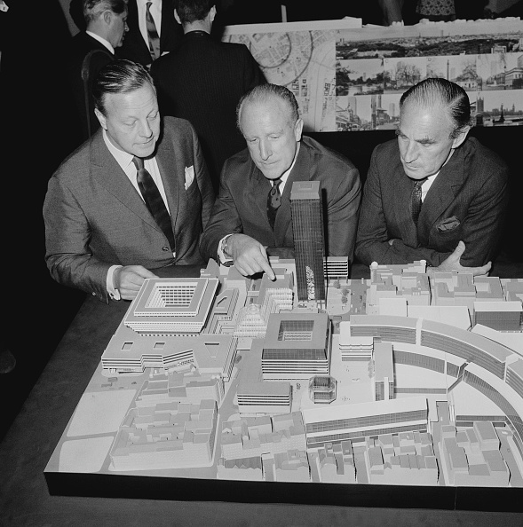 Small Group Of People「Plans For Piccadilly」:写真・画像(14)[壁紙.com]