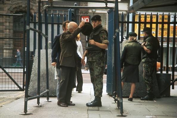 Frisking「Belfast Body Search」:写真・画像(15)[壁紙.com]